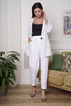 Женский костюм LadisLine 1360 белый